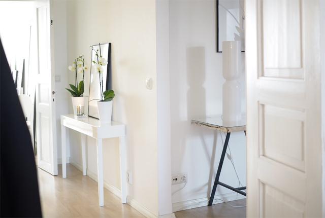 Char and the city - Home tour: hallway - New home in Helsinki, Etu-Töölö
