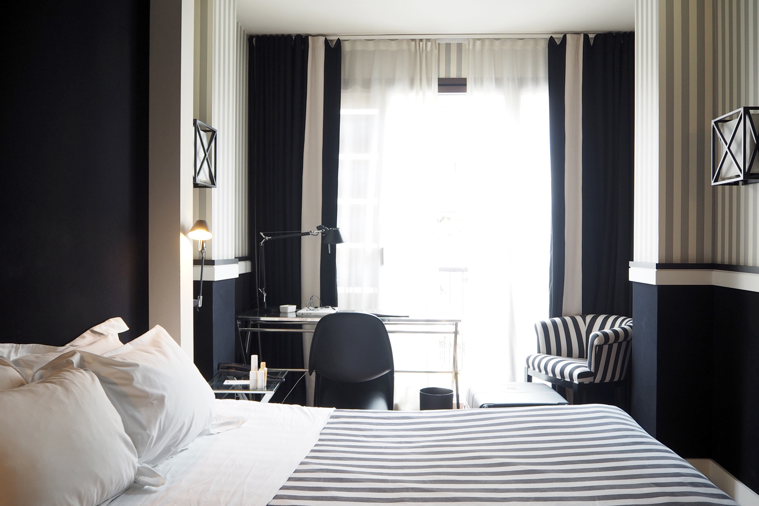 Char and the city - Hotel recommendation in Barcelona: Hotel Europark - stylish black & white hotelrooms - rooftop terrace, pool and bar with a view of Barcelona - great location!