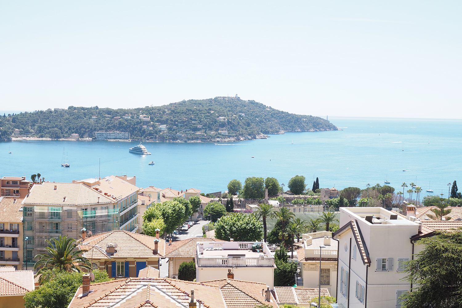 Char and the city and Avec Sofie in Villeranche-sur-Mer, France - perfect day on the sea, boattrip to Plage de Passable -read more on the blog