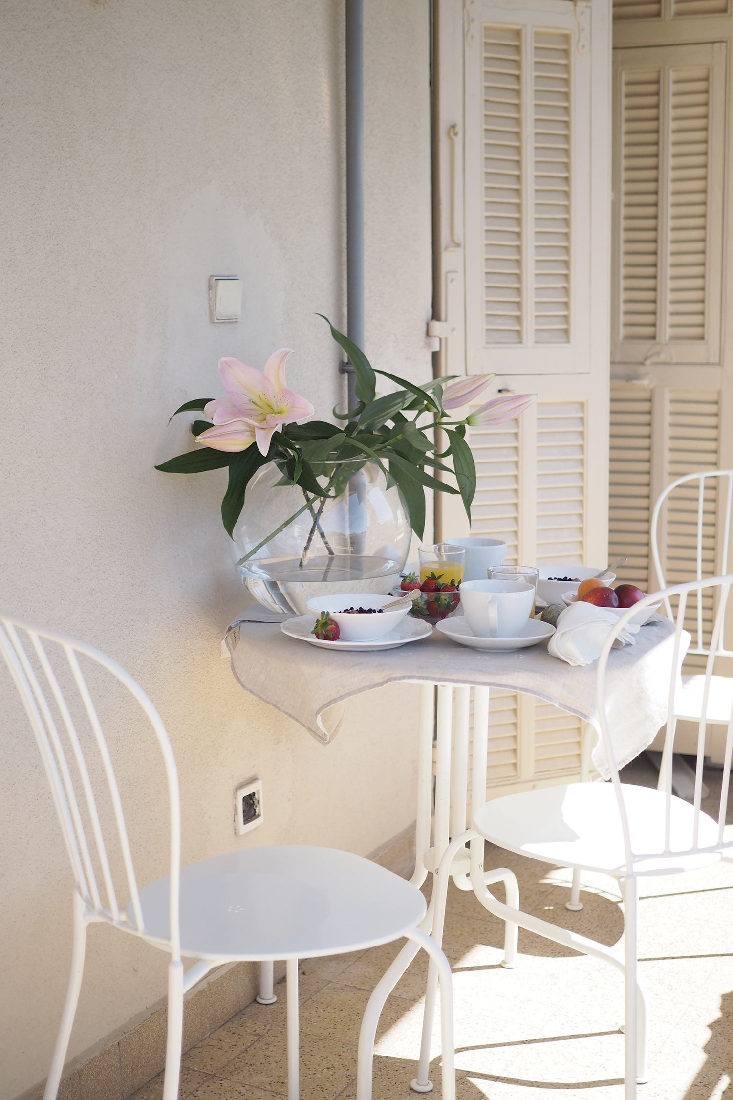 Char and the city - Breakfast on the terrace in Villefranche-sur-Mer, Nice, France