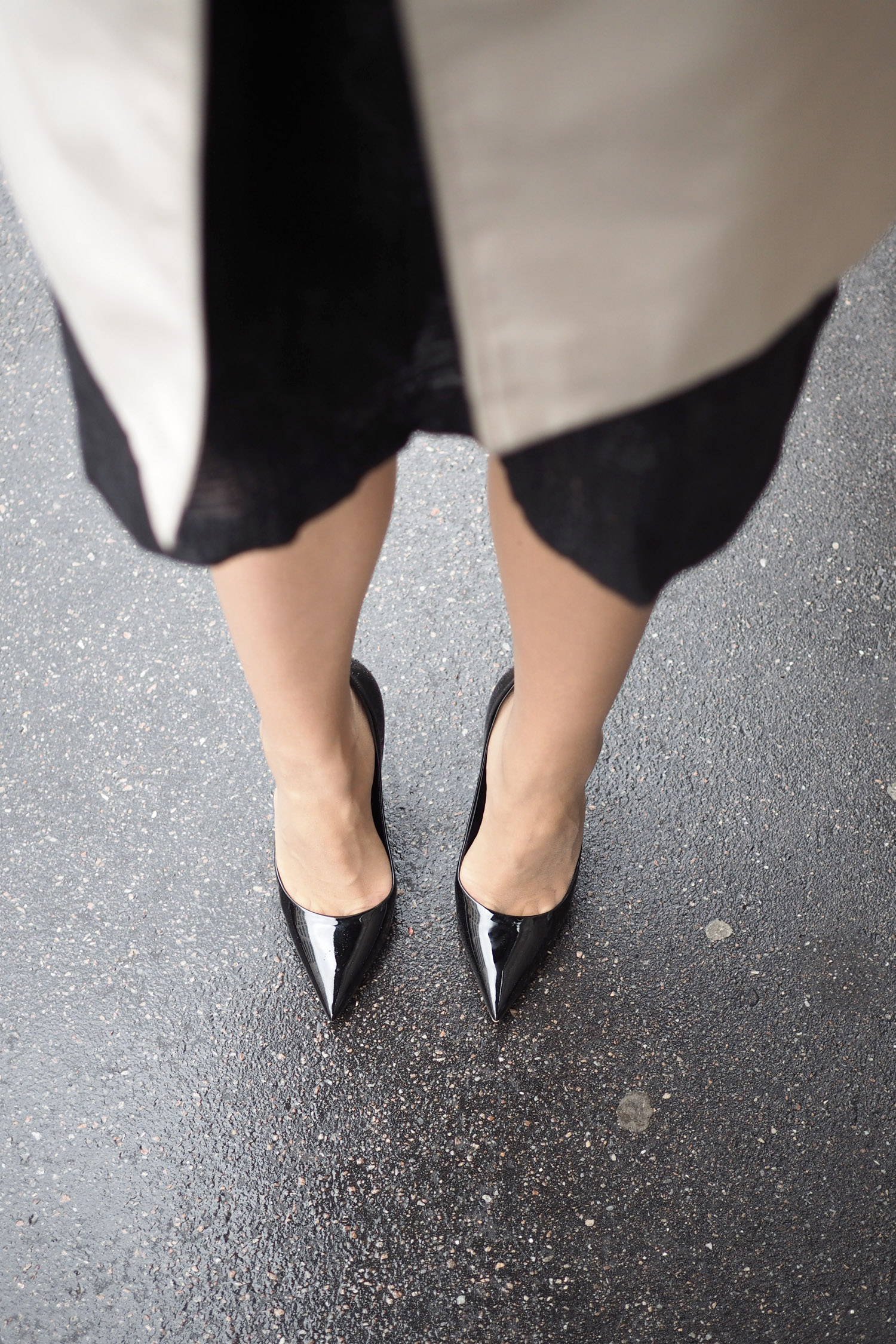 Char and the city - Heels from Dior - shoe envy - read more on the blog: //www.idealista.fi/charandthecity/2016/08/19/korkkarikateus #shoes #heels #dior