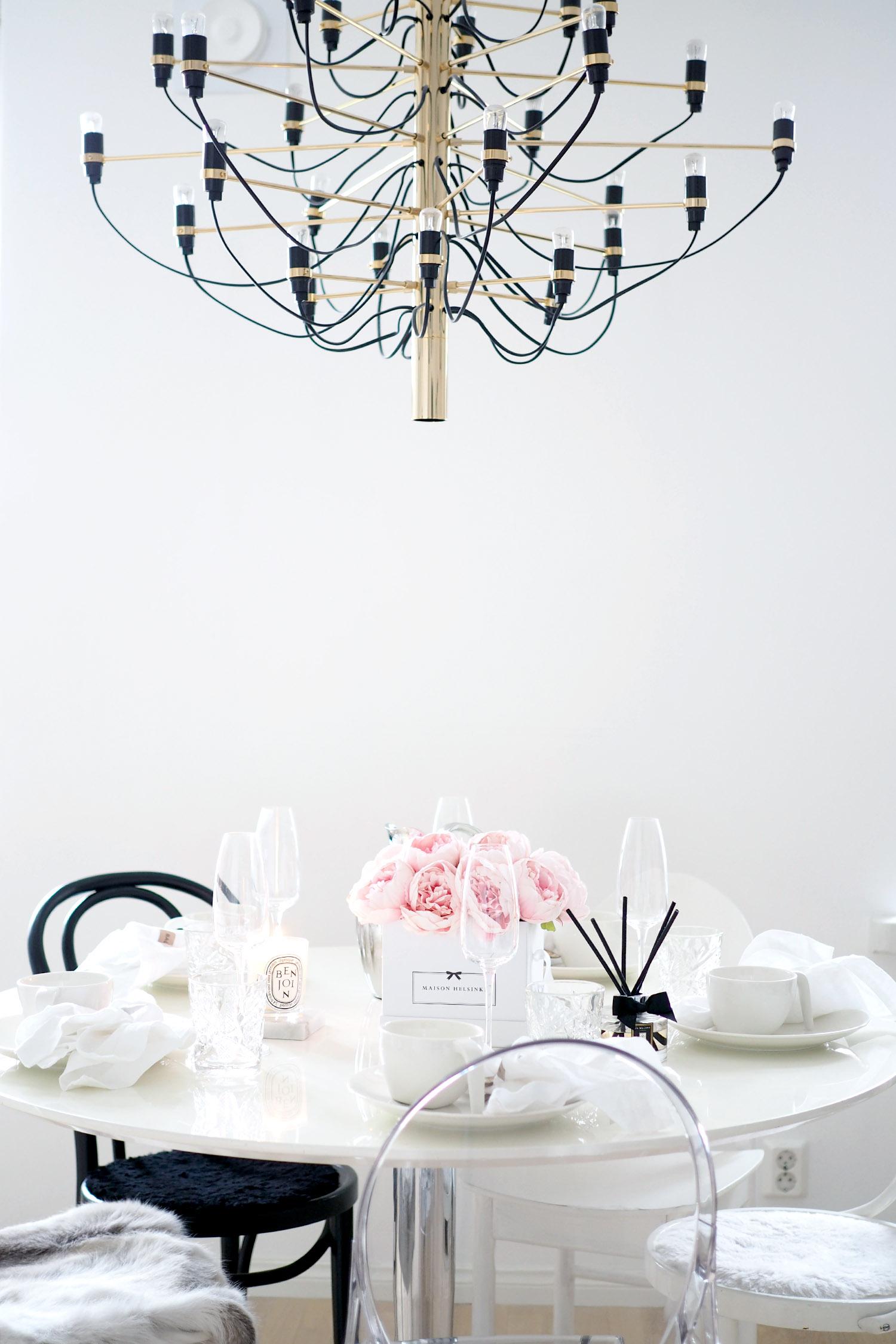 Char and the city, pyöreä ruokapöytä, brunssi, kattaus, kummilapset, Töölö, interior design, brunch, table setting, round table
